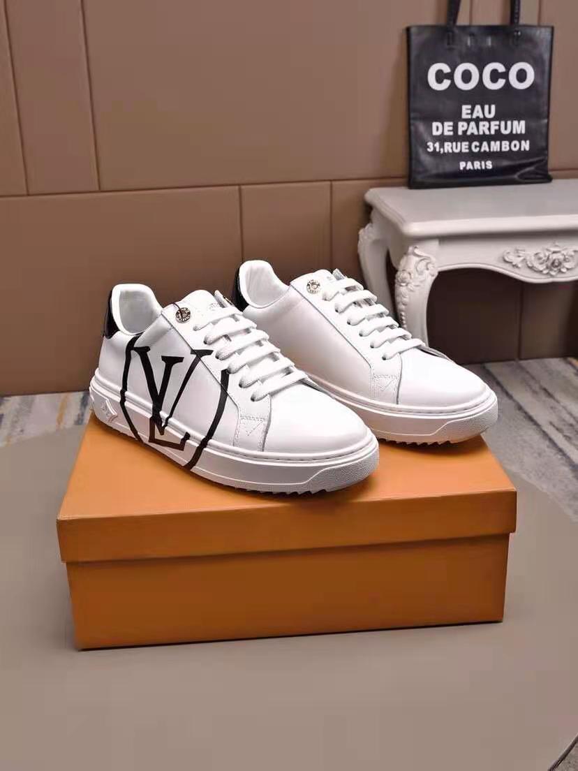 真皮板鞋自在由你,奢侈品鞋货源,微商招代理